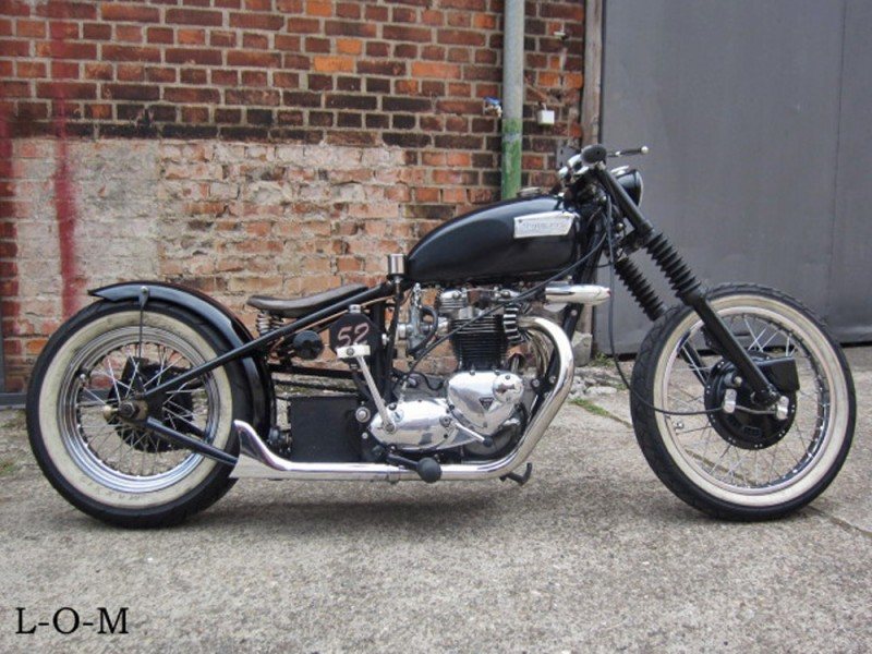 triumph bobber 1952 for sale leaking oil motors freiburg. Black Bedroom Furniture Sets. Home Design Ideas